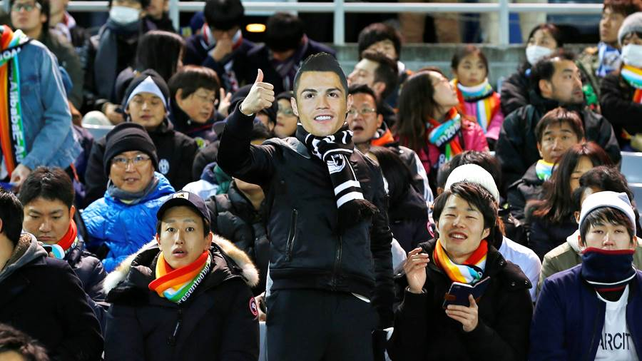 Mit Ronaldo-Maske: CR7-Fans in China.