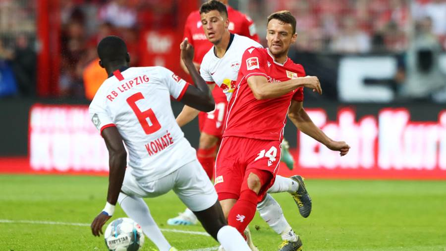 BERLIN, GERMANY - AUGUST 18:  Christian Gentner of 1. FC Union Berlin takes on Ibrahima Konate of RB Leipzig during the Bundesliga match between 1. FC Union Berlin and RB Leipzig at Stadion An der Alten Foersterei on August 18, 2019 in Berlin, Germany. (Photo by Martin Rose/Bongarts/Getty Images)