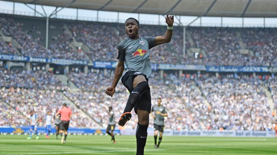 BERLIN, GERMANY - MAY 12: Ademola Lookman of Leipzig celebrates his teams second goal during the Bundesliga match between Hertha BSC and RB Leipzig at Olympiastadion on May 12, 2018 in Berlin, Germany. (Photo by Thomas Starke/Bongarts/Getty Images)