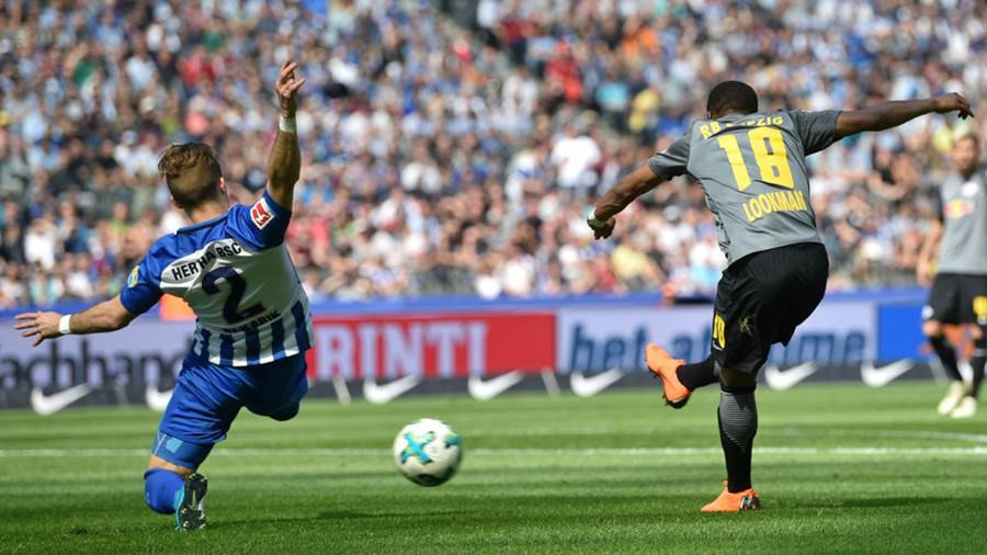 BERLIN, GERMANY - MAY 12: Ademola Lookman (R) of Leipzig scores his teams second goal against Josip Elez of Berlin during the Bundesliga match between Hertha BSC and RB Leipzig at Olympiastadion on May 12, 2018 in Berlin, Germany. (Photo by Thomas Starke/Bongarts/Getty Images)