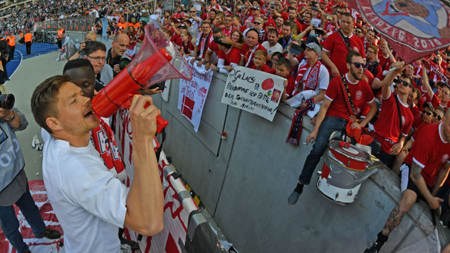 BERLIN, GERMANY - MAY 12: (EDITORS NOTE: A fisheye lens was used creating this photo) Dominik Kaiser of Leipzig celebrates with the Leipzig supporters after the Bundesliga match between Hertha BSC and RB Leipzig at Olympiastadion on May 12, 2018 in Berlin, Germany. (Photo by Thomas Starke/Bongarts/Getty Images)
