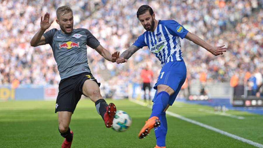 BERLIN, GERMANY - MAY 12: Konrad Laimer (L) of Leipzig and Marvin Plattenhardt of Berlin fight for the ball during the Bundesliga match between Hertha BSC and RB Leipzig at Olympiastadion on May 12, 2018 in Berlin, Germany. (Photo by Thomas Starke/Bongarts/Getty Images)