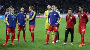 BERLIN, GERMANY - MAY 25:  Leipzig players look dejected in defeat after the DFB Cup final between RB Leipzig and Bayern Muenchen at Olympiastadion on May 25, 2019 in Berlin, Germany. (Photo by Maja Hitij/Bongarts/Getty Images)