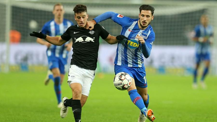 BERLIN, GERMANY - NOVEMBER 03:  Mathew Leckie (R) of Berlin challenges for the ball with Diego Demme of Leipzig during the Bundesliga match between Hertha BSC and RB Leipzig at Olympiastadion on November 3 2018 in Berlin, Germany.  (Photo by Matthias Kern/Bongarts/Getty Images)