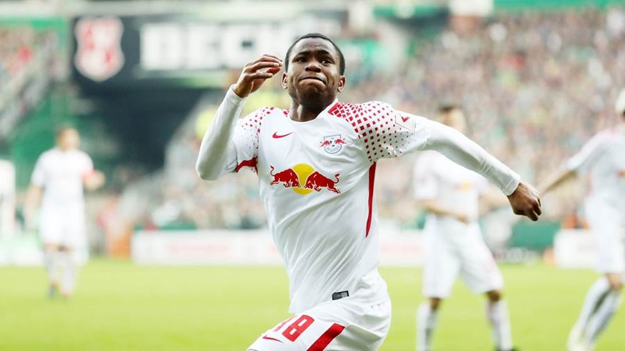 BREMEN,GERMANY,15.APR.18 - SOCCER - 1. DFL, 1. Deutsche Bundesliga, SV Werder Bremen vs RasenBallsport Leipzig. Image shows the rejoicing of Ademola Lookman (RB Leipzig). Photo: GEPA pictures/ Sven Sonntag - For editorial use only. Image is free of charge.