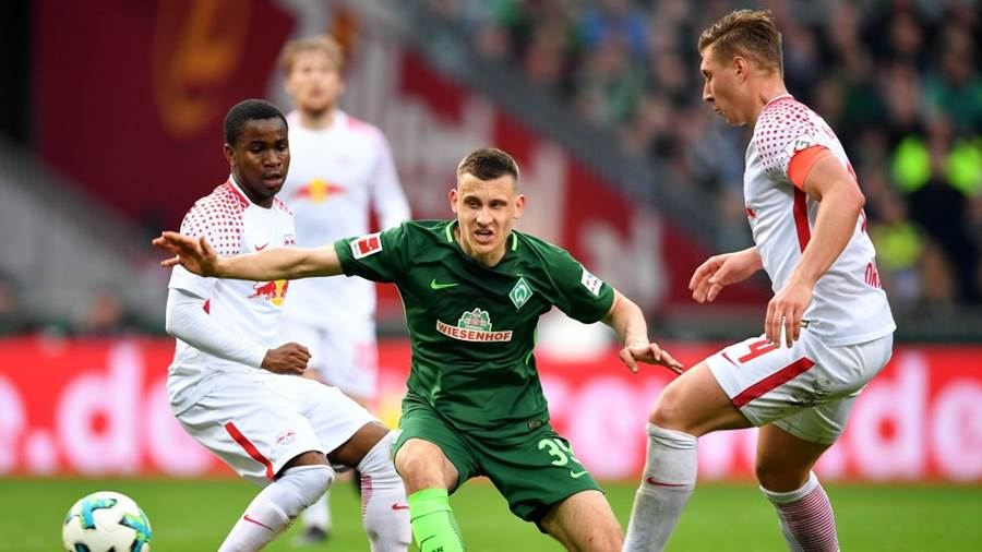 BREMEN, GERMANY - APRIL 15: Maximilian Eggestein (C) of Bremen and Ademola Lookman (L) and Willi Orban of Leipzig battle for the ball during the Bundesliga match between SV Werder Bremen and RB Leipzig at Weserstadion on April 15, 2018 in Bremen, Germany.  (Photo by Stuart Franklin/Bongarts/Getty Images)