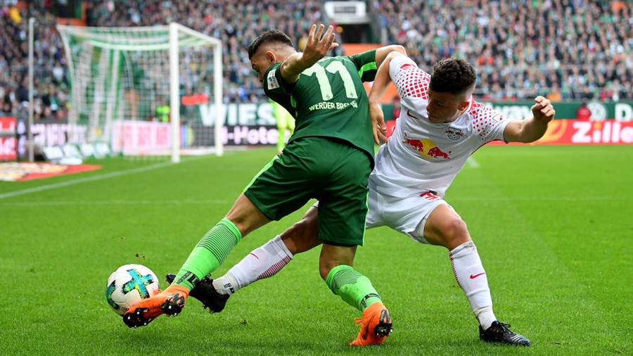 BREMEN, GERMANY - APRIL 15: Milot Rashica (L) of Bremen and Diego Demme of Leipzig battle for the ball during the Bundesliga match between SV Werder Bremen and RB Leipzig at Weserstadion on April 15, 2018 in Bremen, Germany.  (Photo by Stuart Franklin/Bongarts/Getty Images)