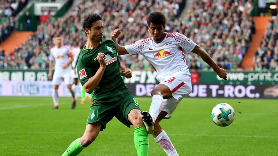 BREMEN, GERMANY - APRIL 15:  Thomas Delaney (L) of Bremen and Bernardo of Leipzig battle for the ball during the Bundesliga match between SV Werder Bremen and RB Leipzig at Weserstadion on April 15, 2018 in Bremen, Germany.  (Photo by Stuart Franklin/Bongarts/Getty Images)