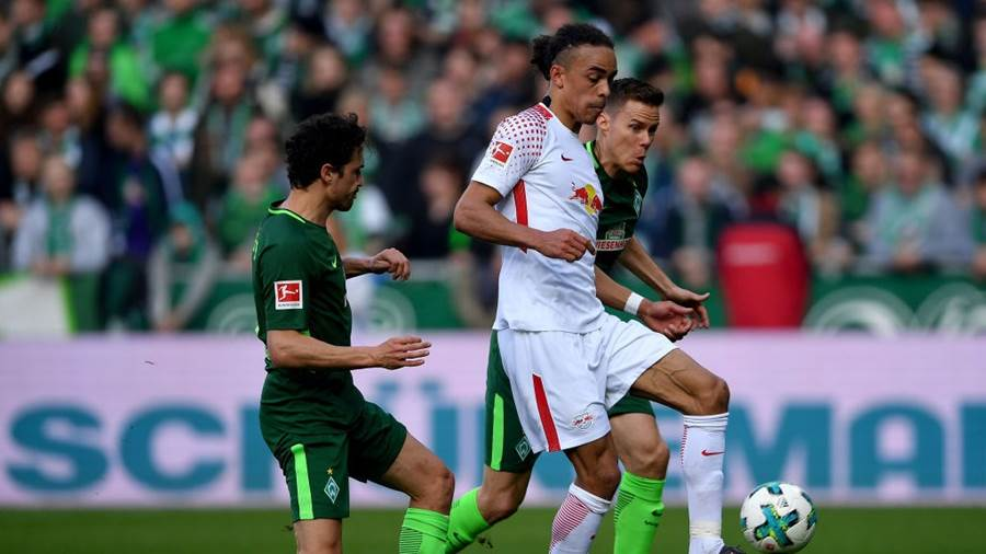 BREMEN, GERMANY - APRIL 15:  Thomas Delaney (L) of Bremen and Yussuf Poulsen of Leipzig battle for the ball during the Bundesliga match between SV Werder Bremen and RB Leipzig at Weserstadion on April 15, 2018 in Bremen, Germany.  (Photo by Stuart Franklin/Bongarts/Getty Images)