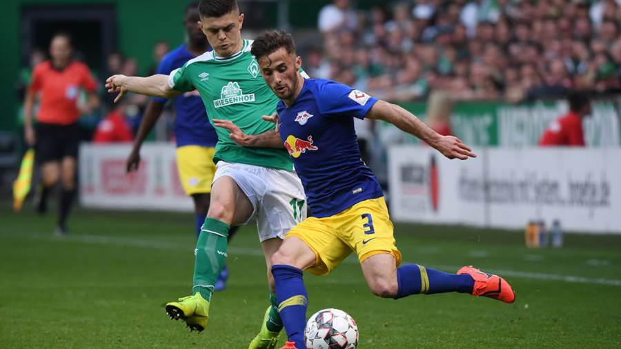 BREMEN, GERMANY - MAY 18: Milot Rashica (L) of Werder Bremen challenges for the ball with Marcelo Saracchi (R) of RB Leipzig during the Bundesliga match between SV Werder Bremen and RB Leipzig at Weserstadion on May 18 2019 in Bremen, Germany. (Photo by Oliver Hardt/Bongarts/Getty Images)
