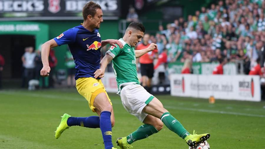 BREMEN, GERMANY - MAY 18: Milot Rashica (R) of Werder Bremen challenges for the ball with  Stefan Ilsanker (L) of RB Leipzig during the Bundesliga match between SV Werder Bremen and RB Leipzig at Weserstadion on May 18, 2019 in Bremen, Germany. (Photo by Oliver Hardt/Bongarts/Getty Images)