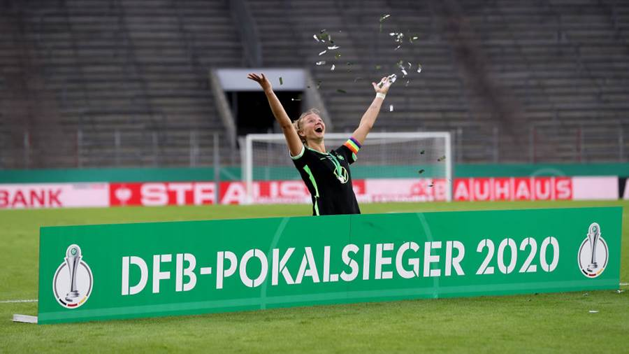 COLOGNE, GERMANY - JULY 04: Alexandra Popp of Wolfsburg celebrates after the Women's DFB Cup final between VfL Wolfsburg Women's and SGS Essen Women's at RheinEnergieStadion on July 04, 2020 in Cologne, Germany. (Photo by Lars Baron/Getty Images)