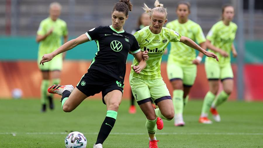 COLOGNE, GERMANY - JULY 04: Dominique Janssen (L) of Wolfsburg challenges Lea Schüller of Essen during the Women's DFB Cup final between VfL Wolfsburg Women's and SGS Essen Women's at RheinEnergieStadion on July 04, 2020 in Cologne, Germany. (Photo by Lars Baron/Getty Images)