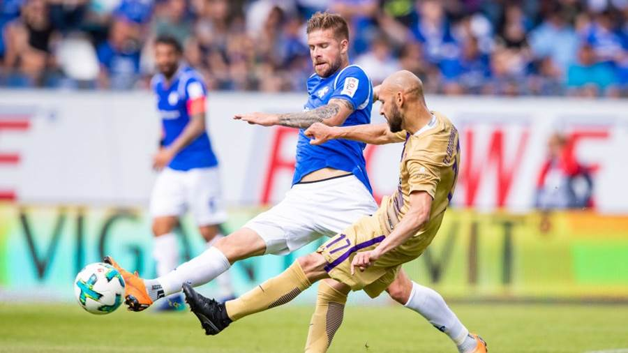 DARMSTADT, GERMANY - MAY 13: Felix Platte of Darmstadt is challenged by Philipp Riese of Aue during the Second Bundesliga match between SV Darmstadt 98 and FC Erzgebirge Aue at Jonathan-Heimes-Stadion am Boellenfalltor on May 13, 2018 in Darmstadt, Germany. (Photo by Simon Hofmann/Bongarts/Getty Images)