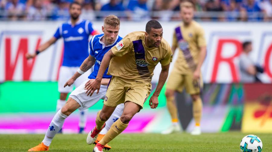 DARMSTADT, GERMANY - MAY 13: Malcolm Cacutalua of Aue is challenged by Felix Platte of Darmstadt during the Second Bundesliga match between SV Darmstadt 98 and FC Erzgebirge Aue at Jonathan-Heimes-Stadion am Boellenfalltor on May 13, 2018 in Darmstadt, Germany. (Photo by Simon Hofmann/Bongarts/Getty Images)
