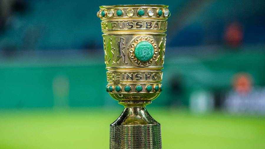 31.10.2018, xkvx, Fussball DFB Pokal 2.Runde, RB Leipzig - TSG 1899 Hoffenheim emspor, v.l. DFB Pokal, Trophaee, Sieger, Pokal, Gold (DFL/DFB REGULATIONS PROHIBIT ANY USE OF PHOTOGRAPHS as IMAGE SEQUENCES and/or QUASI-VIDEO) Leipzig *** 31 10 2018 xkvx DFB Pokal 2 Round RB Leipzig TSG 1899 Hoffenheim emspor DFB Pokal Trophy Winners Cup Gold DFL DFB REGULATIONS PROHIBIT ANY USE OF PHOTOGRAPH as IMAGE SEQUENCES and or QUASI VIDEO Leipzig