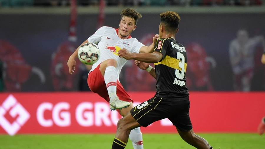 Diego Demme (RB 31) gegen Dennis Aogo (VfB 3) beim Spiel RasenBallsport Leipzig (RB) vs VfB Stuttgart, Fussball, 1.Liga, 26.09.2018