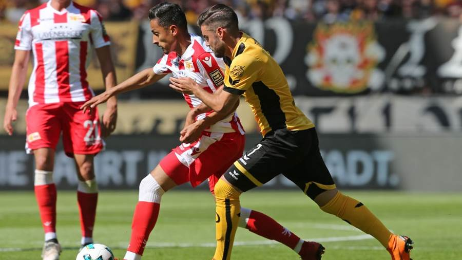 DRESDEN, GERMANY - MAY 13:  Niklas Kreuzer (R) of Dresden battles for the ball with Kenny Prince Redondo of Berlin during the Second Bundesliga match between SG Dynamo Dresden and 1.FC Union Berlin at DDV-Stadion on May 13, 2018 in Dresden, Germany. (Photo by Matthias Kern/Bongarts/Getty Images)