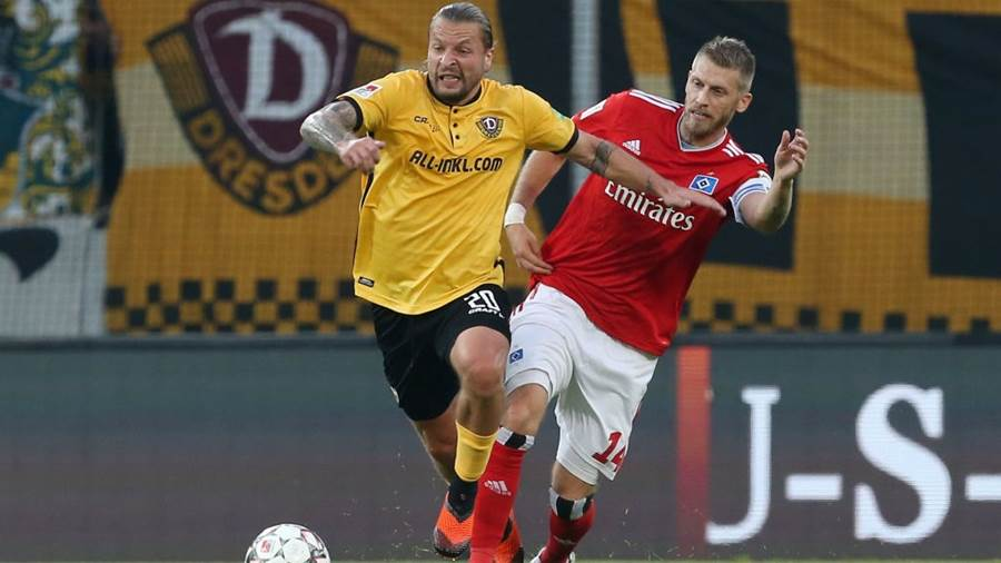 DRESDEN, GERMANY - SEPTEMBER 18:  Patrick Ebert (L) of Dresden battles for the ball with Aaron Hunt of Hamburg during the Second Bundesliga match between SG Dynamo Dresden and Hamburger SV at DDV-Stadion on September 18, 2018 in Dresden, Germany (Photo by Matthias Kern/Bongarts/Getty Images)