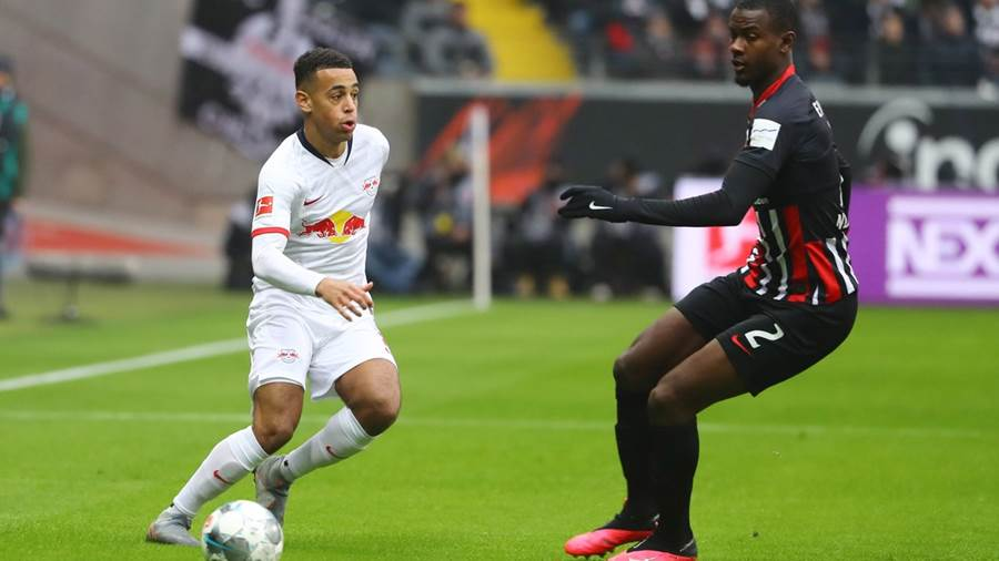 FRANKFURT,GERMANY,25.JAN.20 - SOCCER - 1. DFL, 1. Deutsche Bundesliga, Eintracht Frankfurt vs RasenBallsport Leipzig. Image shows Tyler Adams (RB Leipzig) and Evan Ndicka (Frankfurt). Photo: GEPA pictures/ Roger Petzsche - ATTENTION - DFL regulations prohibit any use of photographs as image sequences and/or quasi-video - For editorial use only. Image is free of charge.