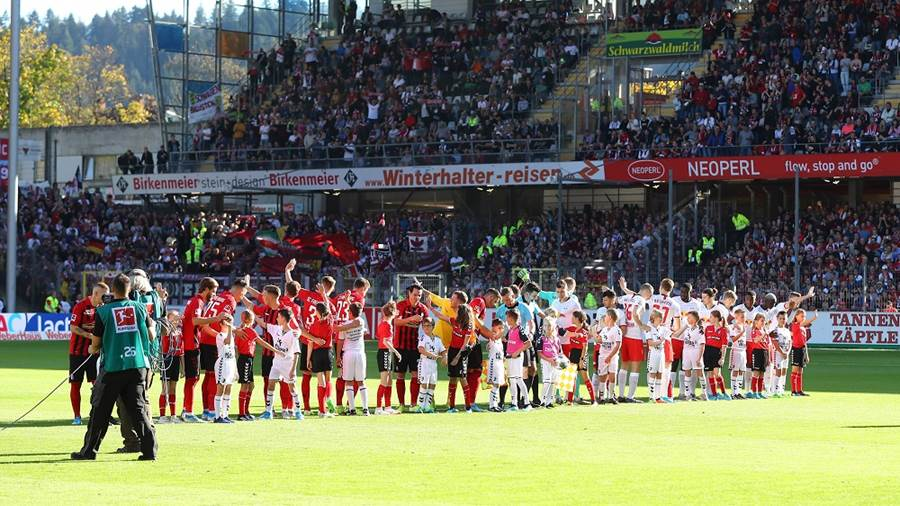 FREIBURG,GERMANY,26.OCT.19 - SOCCER - 1. DFL, 1. Deutsche Bundesliga, SC Freiburg vs RasenBallsport Leipzig. Image shows the two teams. Photo: GEPA pictures/ Roger Petzsche - DFL regulations prohibit any use of photographs as image sequences and/or quasi-video - For editorial use only. Image is free of charge.