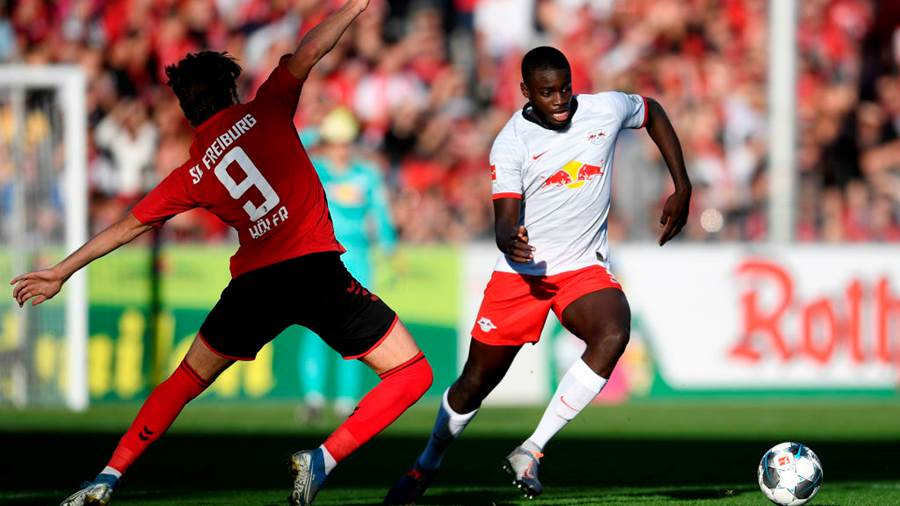 FREIBURG IM BREISGAU, GERMANY - OCTOBER 26: Dayot Upamecano of RB Leipzig is challenged by Lucas Holer of Sport-Club Freiburg during the Bundesliga match between Sport-Club Freiburg and RB Leipzig at Schwarzwald-Stadion on October 26, 2019 in Freiburg im Breisgau, Germany. (Photo by Daniel Kopatsch/Bongarts/Getty Images)