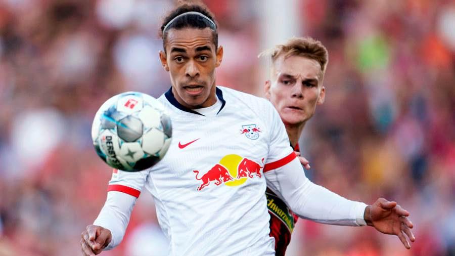 FREIBURG IM BREISGAU, GERMANY - OCTOBER 26: Yussuf Poulsen of RB Leipzig is challenged by Philipp Lienhart of Sport-Club Freiburg during the Bundesliga match between Sport-Club Freiburg and RB Leipzig at Schwarzwald-Stadion on October 26, 2019 in Freiburg im Breisgau, Germany. (Photo by Daniel Kopatsch/Bongarts/Getty Images
