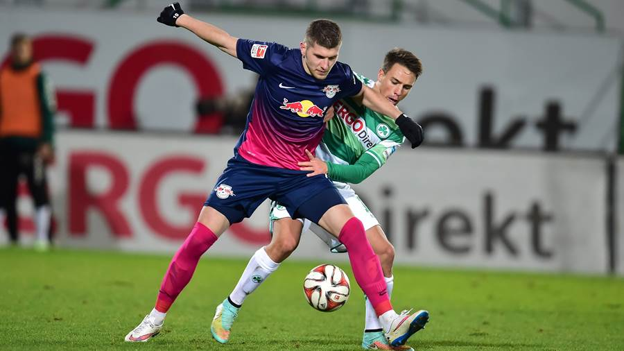 FUERTH,GERMANY,12.DEC.14 - SOCCER - 2. DFL, 2. Deutsche Bundesliga, SpVgg Greuther Fuerth vs RasenBallsport Leipzig. Image shows Ante Rebic (RB Leipzig) and Thomas Pledl (Fuerth). Photo: GEPA pictures/ Desk - For editorial use only. Image is free of charge.