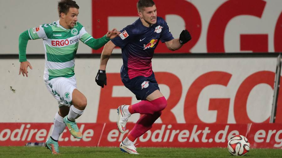 FUERTH,GERMANY,12.DEC.14 - SOCCER - 2. DFL, 2. Deutsche Bundesliga, SpVgg Greuther Fuerth vs RasenBallsport Leipzig. Image shows Thomas Pledl (Fuerth) and Ante Rebic (RB Leipzig). Photo: GEPA pictures/ Desk - For editorial use only. Image is free of charge.