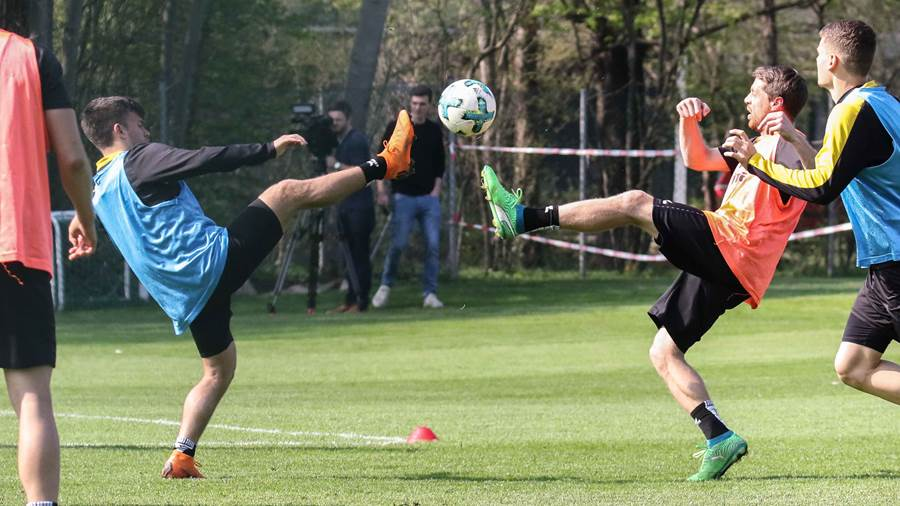 Fußball-Ballett: links Sacha Horvath, rechts Andreas Lumpi Lampertz.
