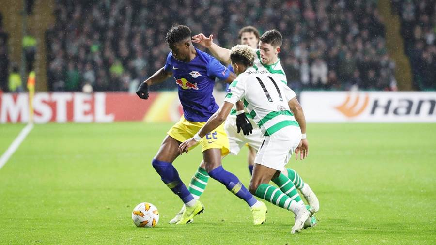GLASGOW,SCOTLAND,08.NOV.18 - SOCCER - UEFA Europa League, group stage, Celtic FC Glasgow vs RasenBallsport Leipzig. Image shows Nordi Mukiele (RB Leipzig), Scott Sinclair and Ryan Christie (Celtic). Photo: GEPA pictures/ Sven Sonntag - For editorial use only. Image is free of charge.