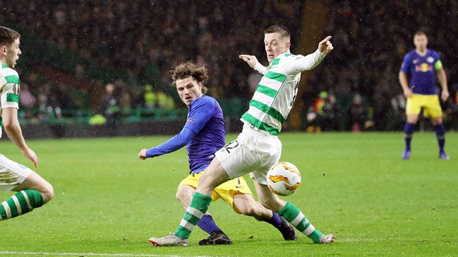 GLASGOW,SCOTLAND,08.NOV.18 - SOCCER - UEFA Europa League, group stage, Celtic FC Glasgow vs RasenBallsport Leipzig. Image shows Marcel Sabitzer (RB Leipzig) and Callum McGregor (Celtic). Photo: GEPA pictures/ Sven Sonntag - For editorial use only. Image is free of charge.
