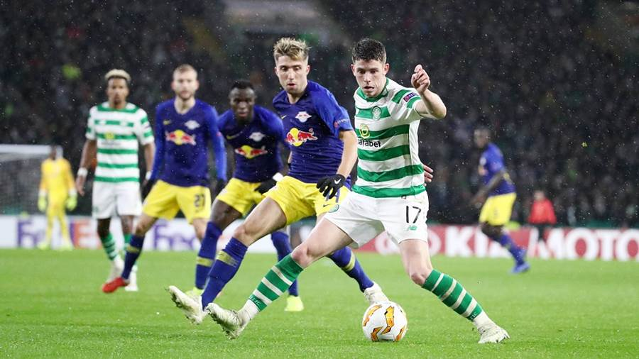 GLASGOW,SCOTLAND,08.NOV.18 - SOCCER - UEFA Europa League, group stage, Celtic FC Glasgow vs RasenBallsport Leipzig. Image shows Kevin Kampl (RB Leipzig) and Ryan Christie (Celtic). Photo: GEPA pictures/ Roger Petzsche - For editorial use only. Image is free of charge.