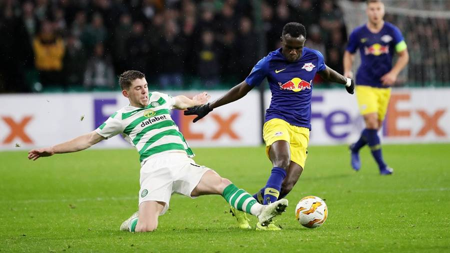 GLASGOW,SCOTLAND,08.NOV.18 - SOCCER - UEFA Europa League, group stage, Celtic FC Glasgow vs RasenBallsport Leipzig. Image shows Ryan Christie (Celtic) and Bruma (RB Leipzig). Photo: GEPA pictures/ Sven Sonntag - For editorial use only. Image is free of charge.