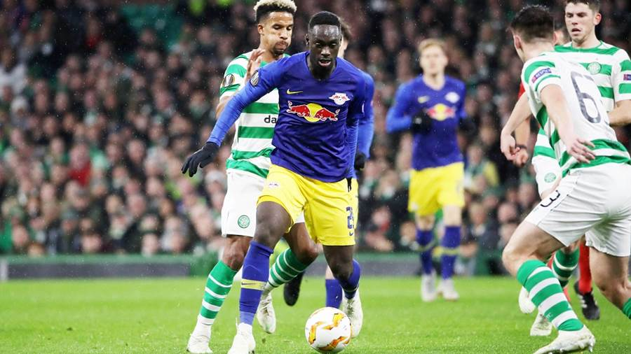 GLASGOW,SCOTLAND,08.NOV.18 - SOCCER - UEFA Europa League, group stage, Celtic FC Glasgow vs RasenBallsport Leipzig. Image shows Scott Sinclair (Celtic), Jean-Kevin Augustin (RB Leipzig) and Kieran Tierney (Celtic). Photo: GEPA pictures/ Sven Sonntag - For editorial use only. Image is free of charge.
