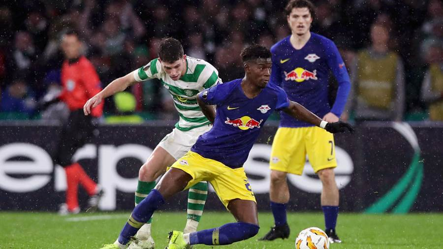 GLASGOW, SCOTLAND - NOVEMBER 08:  Bruma of RB Leipzig evades Ryan Christie of Celtic during the UEFA Europa League Group B match between Celtic and RB Leipzig at Celtic Park on November 8, 2018 in Glasgow, United Kingdom.  (Photo by Ian MacNicol/Getty Images)