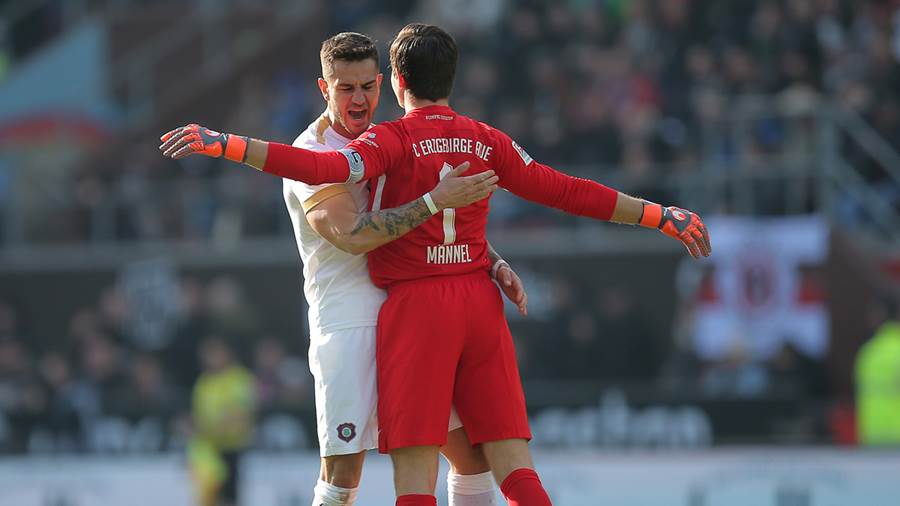 HAMBURG, GERMANY - FEBRUARY 16: (L-R) Filip Kusic and Martin Maennel, goalkeeper of FC Erzgebirge Aue celebrate after scoring during the Second Bundesliga match between FC St. Pauli and FC Erzgebirge Aue at Millerntor Stadium on February 16, 2019 in Hamburg, Germany. (Photo by Cathrin Mueller/Bongarts/Getty Images)
