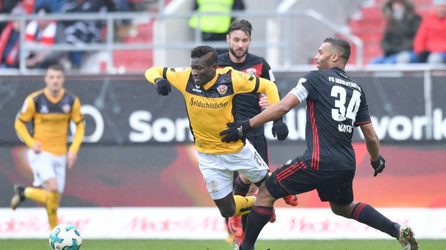 INGOLSTADT, GERMANY - MARCH 18: Moussa Kone of Dresden and Marvin Matip of Ingolstadt compete for the ball during the Second Bundesliga match between FC Ingolstadt 04 and SG Dynamo Dresden at Audi Sportpark on March 18, 2018 in Ingolstadt, Germany. (Photo by Sebastian Widmann/Bongarts/Getty Images)
