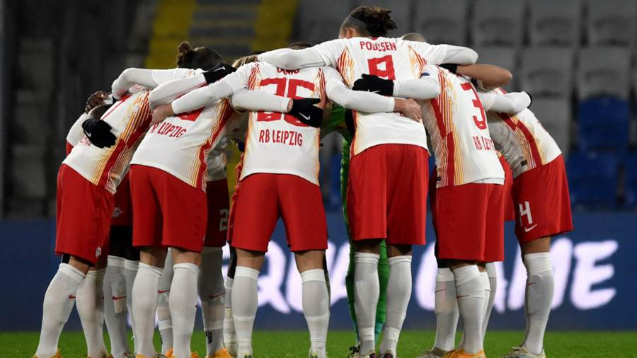 ISTANBUL, TURKEY - DECEMBER 02: The RB Leipzig team huddle ahead of the UEFA Champions League Group H stage match between Istanbul Basaksehir and RB Leipzig at Basaksehir Fatih Terim Stadyumu on December 02, 2020 in Istanbul, Turkey. Sporting stadiums around Turkey remain under strict restrictions due to the Coronavirus Pandemic as Government social distancing laws prohibit fans inside venues resulting in games being played behind closed doors. (Photo by Burak Kara/Getty Images)