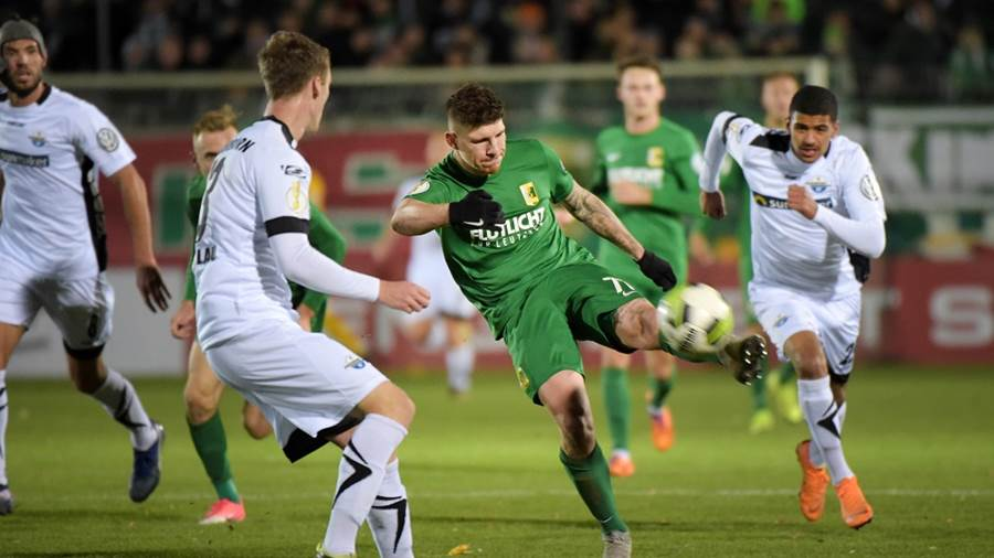Kai Druschky (BSG 77) am Ball beim Spiel BSG Chemie Leipzig vs SC Paderborn 07, Fussball, DFB-Pokal, 30.10.2018DFB REGULATIONS PROHIBIT ANY USE OF PHOTOGRAPHS AS IMAGE SEQUENCES AND/OR QUASI-VIDEO