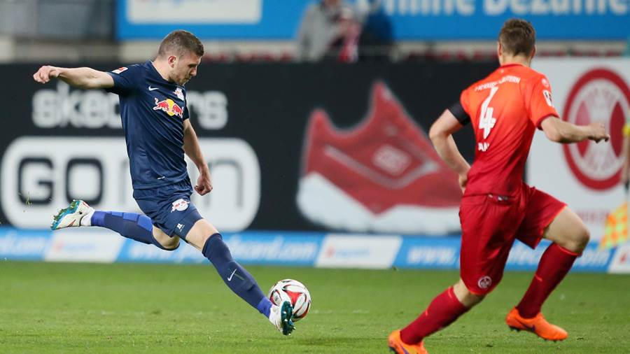 KAISERSLAUTERN,GERMANY,20.APR.15 - SOCCER - 2. DFL, 2. Deutsche Bundesliga, 1. FC Kaiserslautern vs RasenBallsport Leipzig. Image shows Ante Rebic (RB Leipzig) and Willi Orban (Kaiserslautern). Photo: GEPA pictures/ Roger Petzsche - For editorial use only. Image is free of charge.