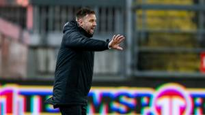 KAISERSLAUTERN, GERMANY - JANUARY 27: Head coach Mike Sadlo of Sonnenhof Grossaspach gestures during the 3. Liga match between 1. FC Kaiserslautern and SG Sonnenhof Grossaspach at Fritz-Walter-Stadion on January 27, 2020 in Kaiserslautern, Germany. (Photo by Alexander Scheuber/Getty Images for DFB)