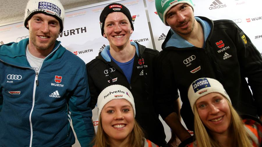 Das deutsche Skirennteam mit Fritz Dopfer (von links), Viktoria Rebensburg, Linus Strasser, Felix Neureuther and Veronique Hronek posieren im Januar 2015 nach einer Pressekonferenz vor dem Weltcuprennen in Beaver Creek (USA).