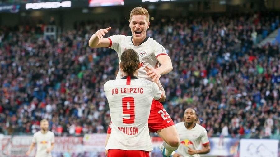 LEIPZIG,GERMANY,02.NOV.19 - SOCCER - 1. DFL, 1. Deutsche Bundesliga, RasenBallsport Leipzig vs 1. FSV Mainz 05. Image shows the rejoicing of Marcel Halstenberg (RB Leipzig) and Yussuf Poulsen (RB Leipzig). Photo: GEPA pictures/ Gabor Krieg - DFL regulations prohibit any use of photographs as image sequences and/or quasi-video. - For editorial use only. Image is free of charge.