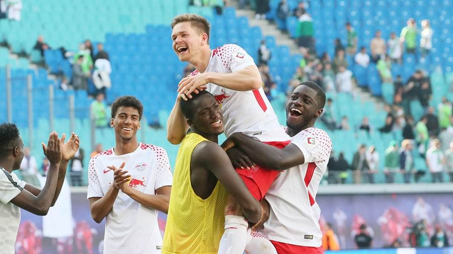 LEIPZIG,GERMANY,05.MAY.18 - SOCCER - 1. DFL, 1. Deutsche Bundesliga, RasenBallsport Leipzig vs VfL Wolfsburg. Image shows the rejoicing of Ibrahima Konate, Dominik Kaiser and Dayot Upamecano (RB Leipzig). Photo: GEPA pictures/ Sven Sonntag - For editorial use only. Image is free of charge.