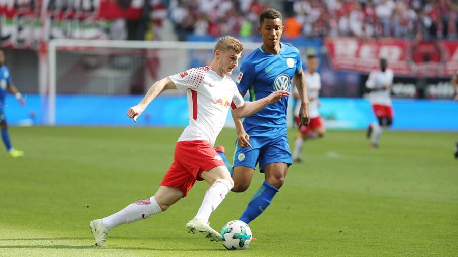LEIPZIG,GERMANY,05.MAY.18 - SOCCER - 1. DFL, 1. Deutsche Bundesliga, RasenBallsport Leipzig vs VfL Wolfsburg. Image shows Timo Werner (RB Leipzig) and Felix Uduokhai (Wolfsburg). Photo: GEPA pictures/ Sven Sonntag - For editorial use only. Image is free of charge.
