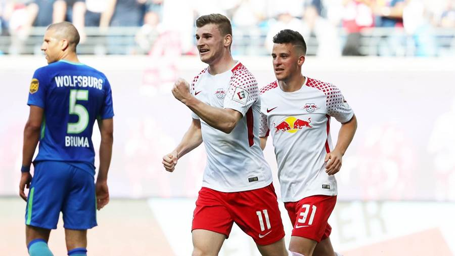 LEIPZIG,GERMANY,05.MAY.18 - SOCCER - 1. DFL, 1. Deutsche Bundesliga, RasenBallsport Leipzig vs VfL Wolfsburg. Image shows the rejoicing of Timo Werner and Diego Demme (RB Leipzig). Photo: GEPA pictures/ Sven Sonntag - For editorial use only. Image is free of charge.