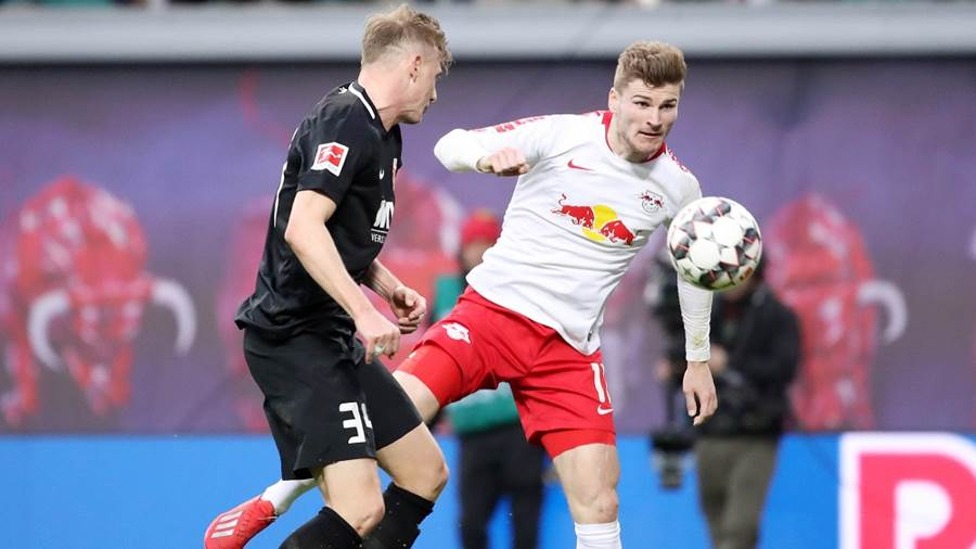 LEIPZIG,GERMANY,09.MAR.19 - SOCCER - 1. DFL, 1. Deutsche Bundesliga, RasenBallsport Leipzig vs FC Augsburg. Image shows  Georg Teigl (Augsburg) and Timo Werner (RB Leipzig). Photo: GEPA pictures/ Sven Sonntag - DFL regulations prohibit any use of photographs as image sequences and/or quasi-video - For editorial use only. Image is free of charge