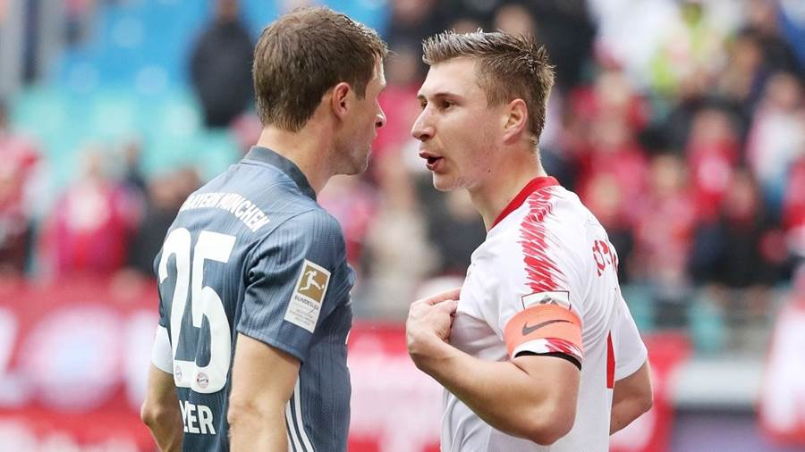 LEIPZIG,GERMANY,11.MAI.19 - SOCCER - 1. DFL, 1. Deutsche Bundesliga, RasenBallsport Leipzig vs FC Bayern Muenchen. Image shows Thomas Mueller (Bayern) and Willi Orban (RB Leipzig). Photo: GEPA pictures/ Sven Sonntag - DFL regulations prohibit any use of photographs as image sequences and/or quasi-video - For editorial use only. Image is free of charge.