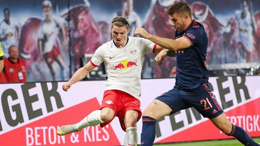 LEIPZIG,GERMANY,14.SEP.19 - SOCCER - 1. DFL, 1. Deutsche Bundesliga, RasenBallsport Leipzig vs FC Bayern Muenchen. Image shows Marcel Sabitzer (RB Leipzig) and Lucas Hernandez (Bayern). Photo: GEPA pictures/ Kerstin Doelitzsch - DFL regulations prohibit any use of photographs as image sequences and/or quasi-video - For editorial use only. Image is free of charge.